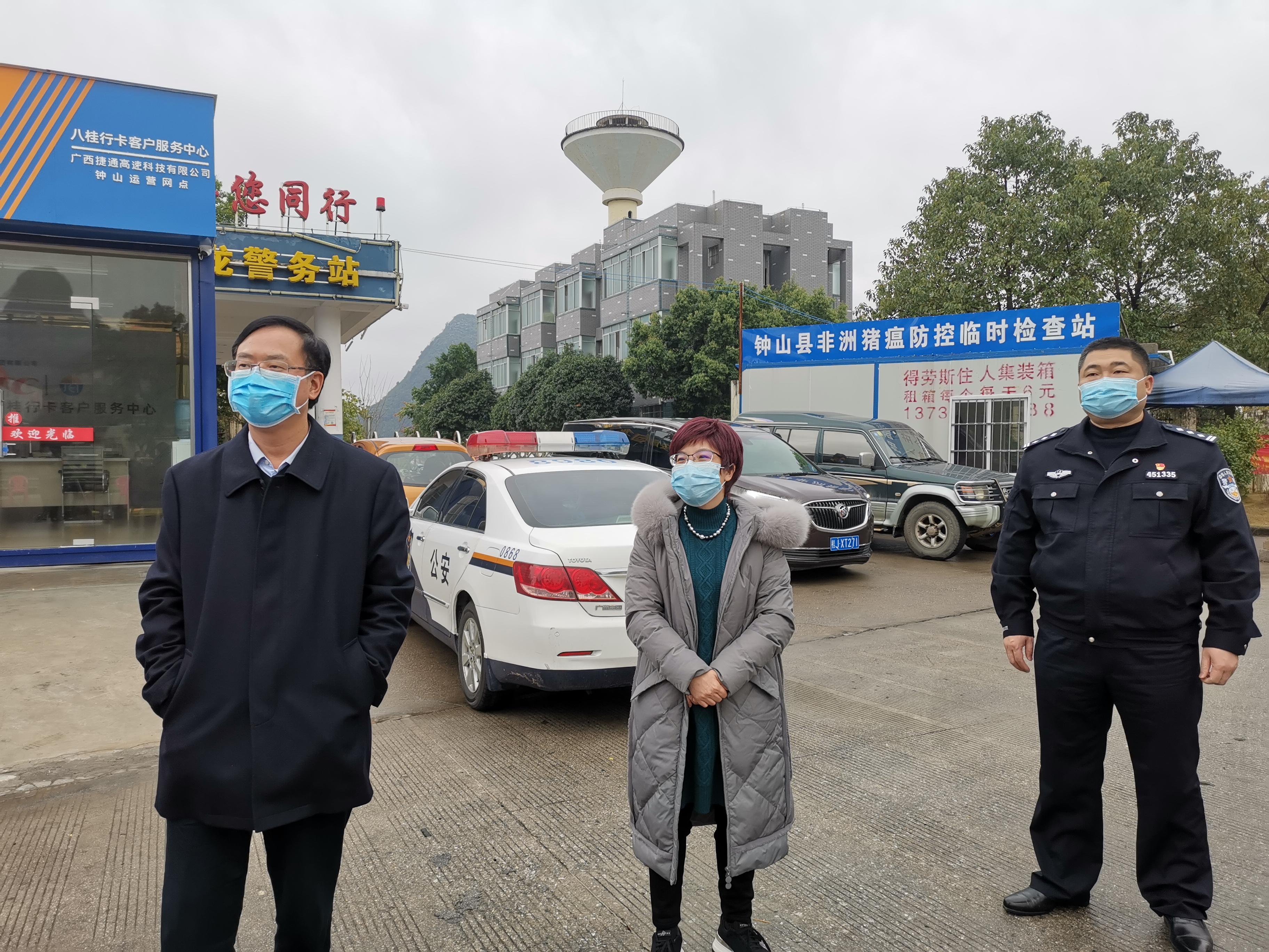 唐先程、陈书莹到高速公路各出站口检查疫情防控工作